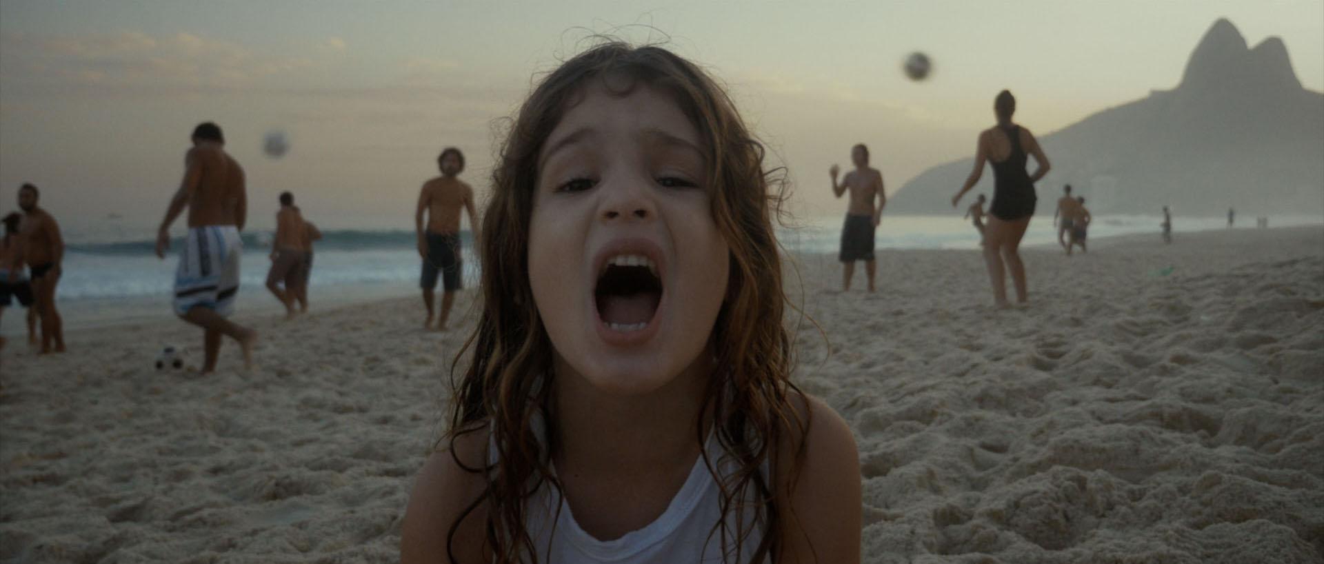 Altinho-Still-girlSinging2