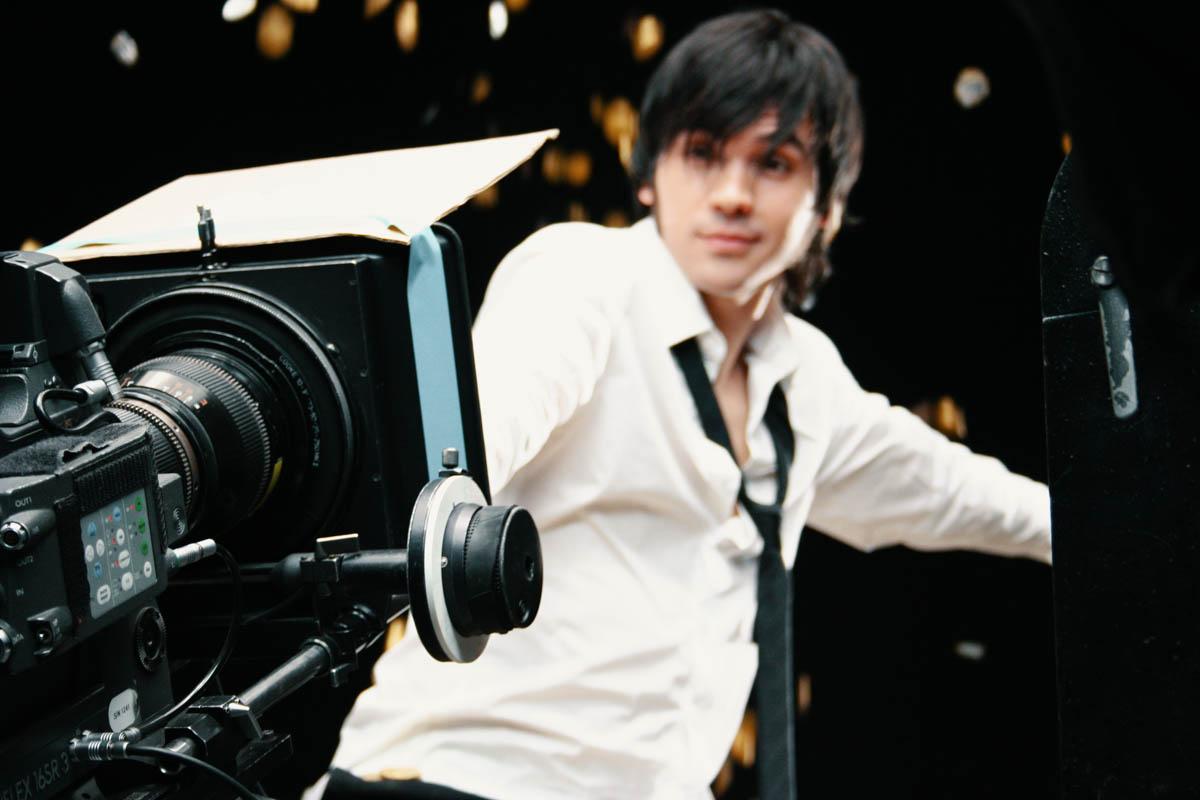 Arri film camera and man white shirt