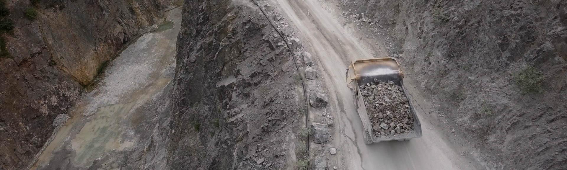 LIQ-Truck-Cliff-PANO